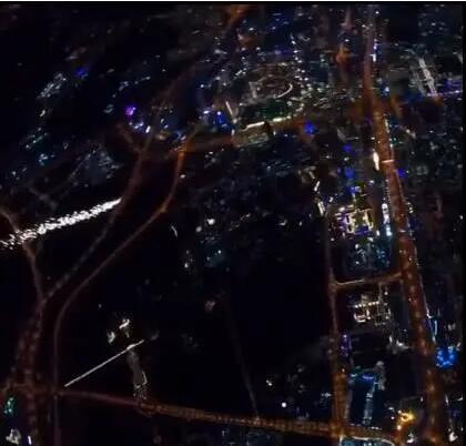 迪拜人造流星雨是怎么形成的?迪拜人造流星雨,网友:贫穷限制了想象力